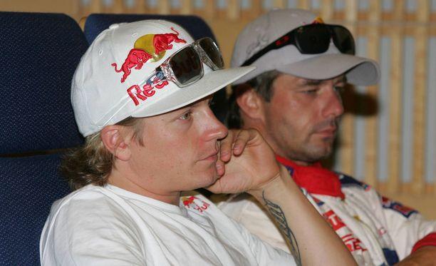 Räikkönen ajoi Jyväskylän MM-rallissa vuosina 2009-11. Kuvassa Räikkönen istuu yhdeksänkertaisen maailmanmestarin Sebastien Loebin vieressä vuonna 2010.
