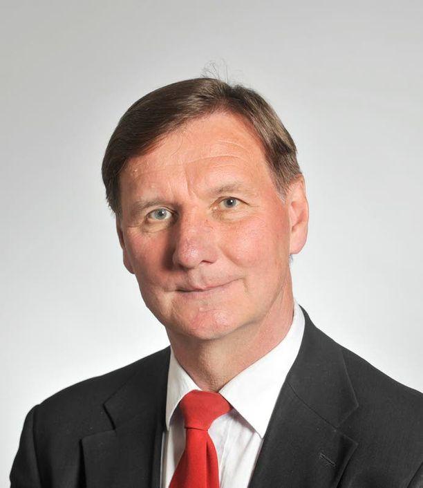 Opetusministeri Jukka Gustafsson on joutunut paineeseen ajaessaan ammattikorkeakoulujen verkon selkeyttämistä. Niiden lähtökohtana olivat arvostetut opistot.