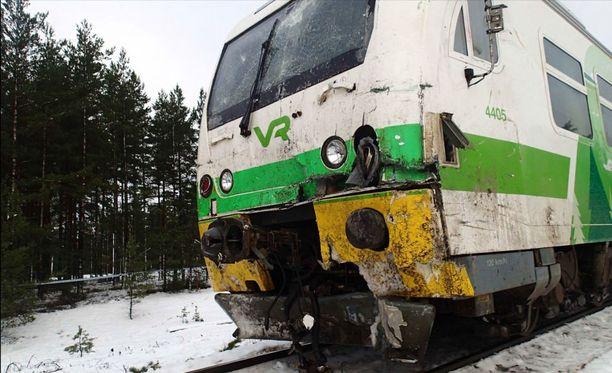 Kiskobussin keula näytti tältä onnettomuuden jälkeen.