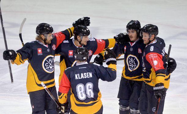 HC Luganon pelaajat saivat todistaa melkoisen kiintoisaa fanilakanaa.