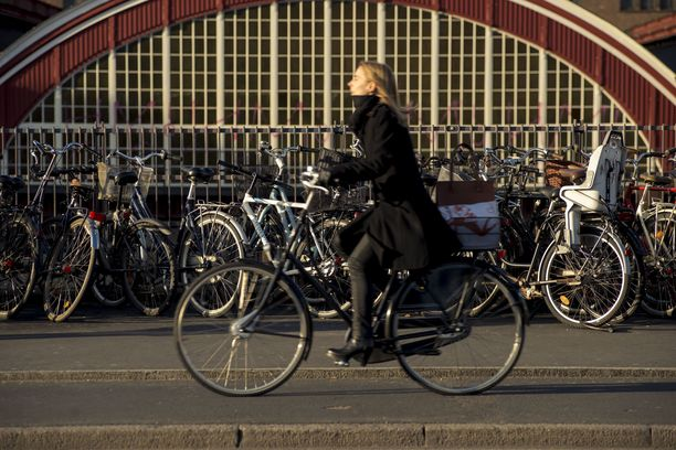 Kööpenhaminan kaduilla ei voi välttyä pyöräilijöiltä.