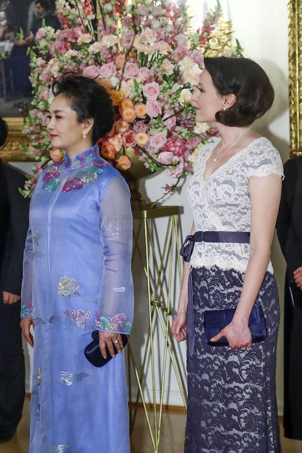 Jenni Haukio edusti tyylikkäänä Kiinan presidentin vierailun kunniaksi järjestetyillä illallisilla tällä viikolla.