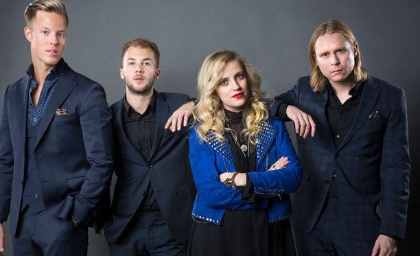 Haloo Helsingin Jere Marttila (vas), Jukka Soldan, Elli Haloo ja Leo Hakanen palaavat konserttilavoille Saku Suurhallissa maaliskuussa.