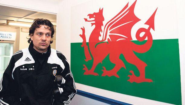 Jari Litmasen kokemus on valttia ottelussa Walesia vastaan.