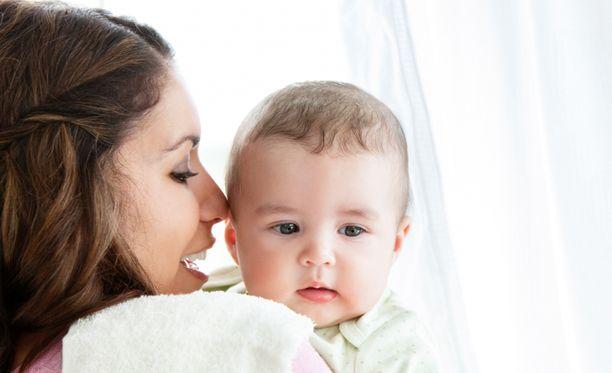 Vauvalle koko maailma on uutta ja ihmeellistä, kaikki on kiinnostavaa.