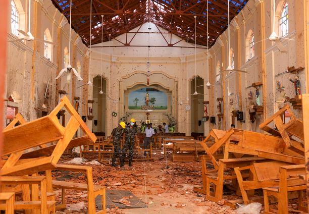Osa iskuista kohdistui kirkkoihin, mikä ei sovi al-Qaidan toimintatapoihin.