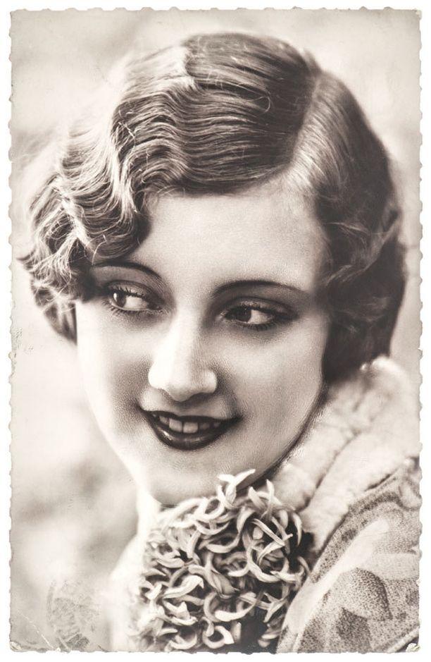 1920-luvulla kirjoitetun oppaan mukaan silmien kieli on tärkeä keino, kun nuori nainen pyrkii valloittamaan miehen sydäntä.