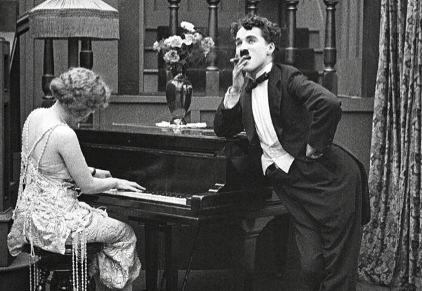 Charlie Chaplin nähdään muun muassa Kahlekarkurissa.
