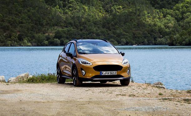 Fiesta Active tuntuu lähes kokoluokkaa suuremmalta autolta etupenkeillä istuttaessa.