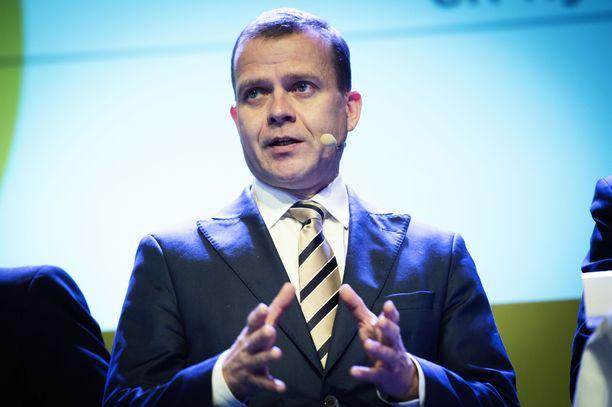 Kokoomus ei halua luopua huumeiden käytön rangaistavuudesta. Kuvassa puheenjohtaja Petteri Orpo.
