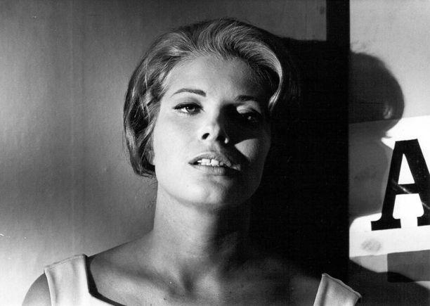 Gunnel Lindblom elokuvassa hiljaisuus vuonna 1963.