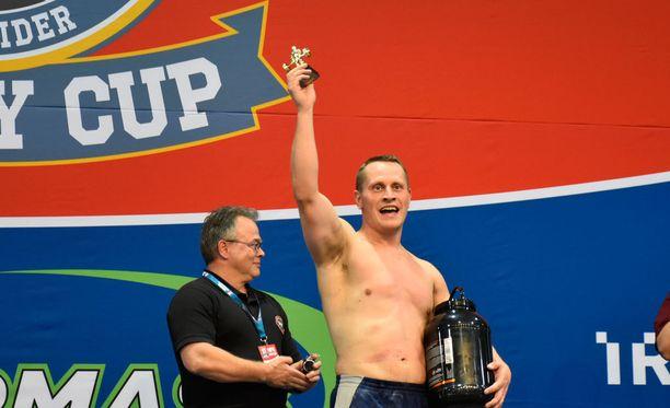 Mikko Lehtimäki murskasi Lahden Nordic Fitness Expossa sotilasmaastavedon ME:n.