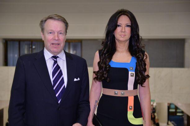 Ilkka Kanerva ja Elina Kiikko kuvattuna Valtiopäivien avajaisten iltatilaisuudessa Finlandiatalolla vuonna 2016.