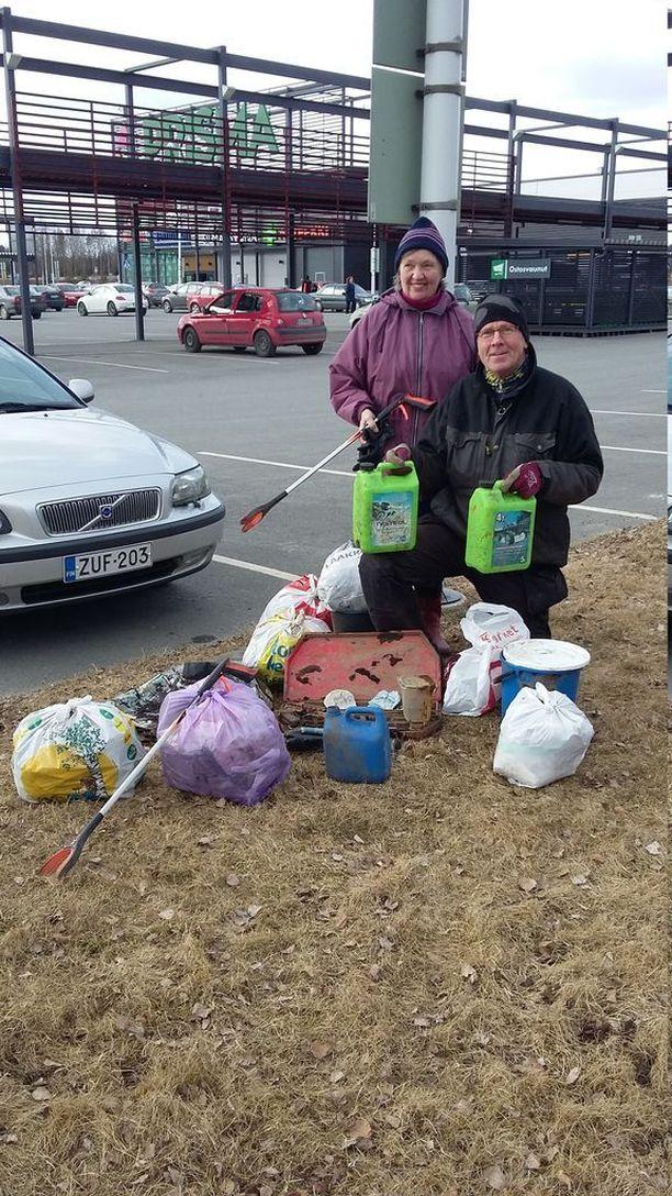 Kaija ja Ilkka Erkkilä aloittivat roskien keräämisen kaupungeissa vuonna 2011.