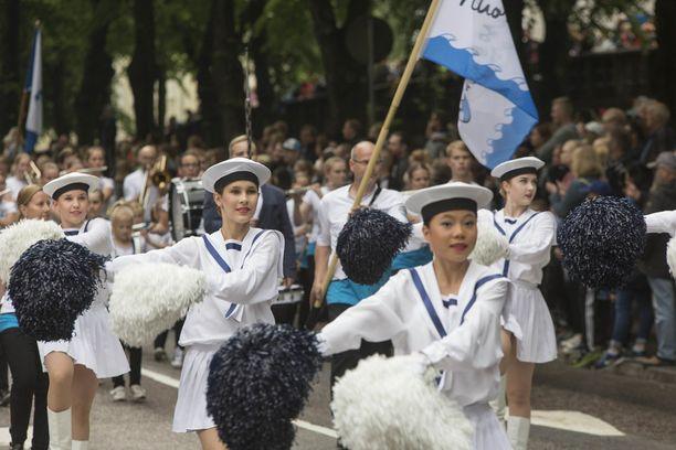 Meripäiväparaatia oli seuraamassa arviolta 30 000 ihmistä.