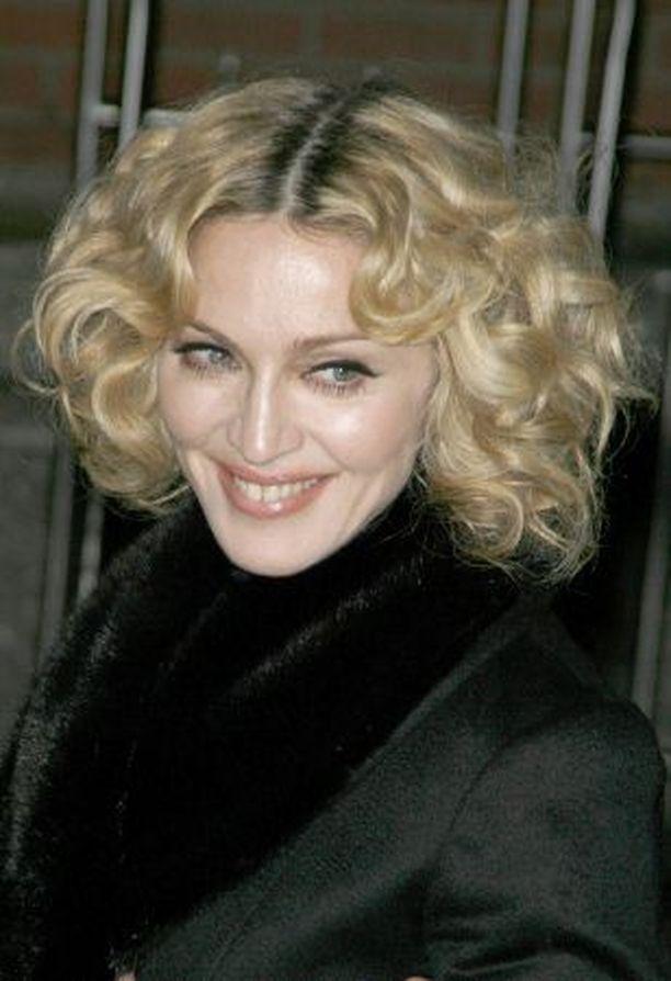 HYVÄNTEKIJÄ Madonnan uudella albumilla yksi teemoista on maailman pelastaminen.