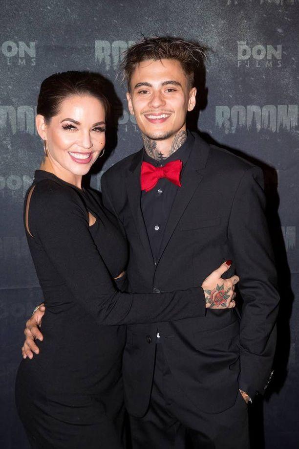 Mikael Gabriel ja Triana Iglesias viihtyivät kutsuvierasnäytöksessä.