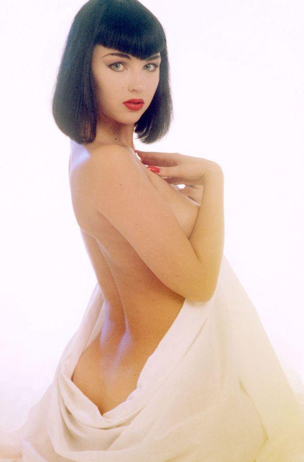 Playboyn Playmatena poseeraaminen on seurannut Katariina Souria koko hänen elämänsä. Kuvassa hän on pian Playboy-kuvien ilmestymisen jälkeen Iltalehden legendaarisen Iltatyttökuvaajan Kari Pekosen ikuistamana.