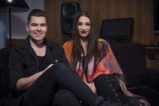Laulavat säveltäjä-sanoittajat Kalle Lindroth ja Ida Paul tekevät musiikkia yhdessä.
