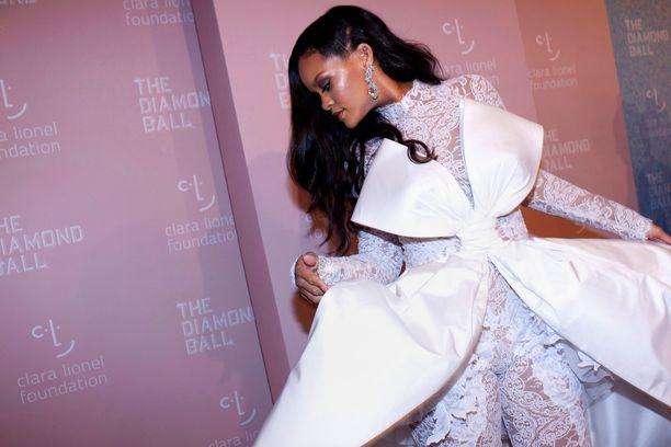 Rihanna on useiden muotibrändien muusa. Hänellä on myös oma alusvaatebrändi, sporttivaatelinja sekä meikkimerkki.