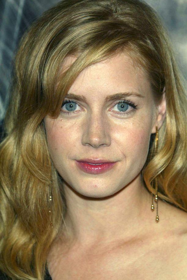 Amyn oma sävy on kuitenkin lähempänä blondia.