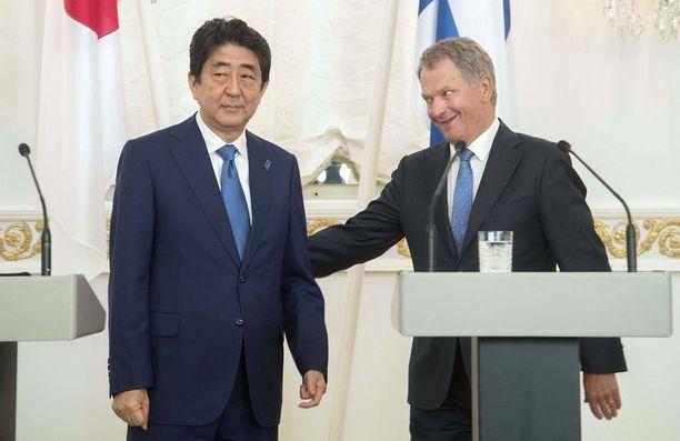 Abe nosti Venäjä-suhteen esiin jo aiemmin päivällä tiedotustilaisuudessa.