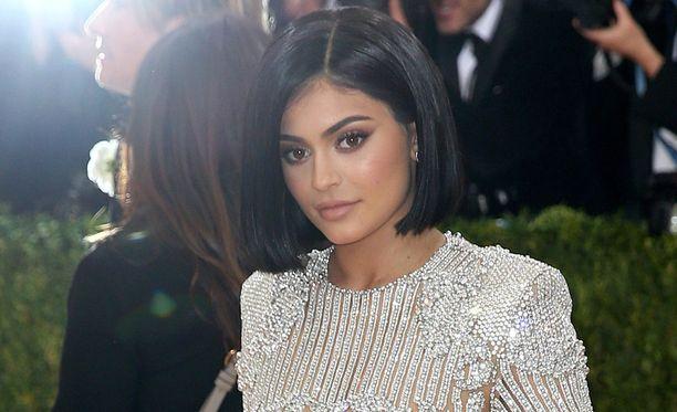 Mallinakin työskentelevä Kylie Jenner luotsaa omaa kosmetiikkasarjaa.