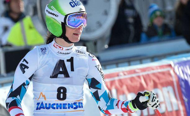 Alppihiihtäjä Mirjam Puchner loukkaantui pahasti.