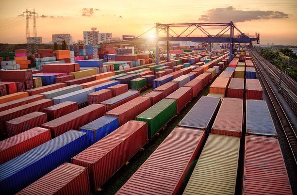 Junarahdin matka-aika esimerkiksi Kiinaan on keskimäärin noin kaksi viikkoa. Laivalla matka kestää 35–45 päivää.