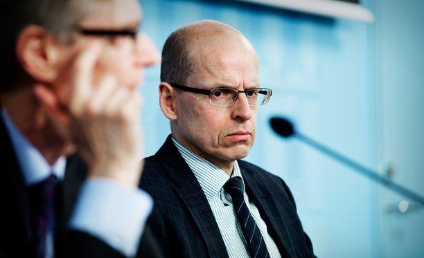 Valtiosihteeri Martti Hetemäen johtama valtiovarainministeriö julkisti kovat leikkausluvut.