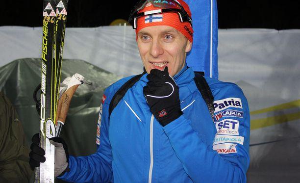 Matti Hakala oli sijalla 93 maailmancupin avauksessa Östersundissa. Maaliin hiihti 104 urheilijaa.