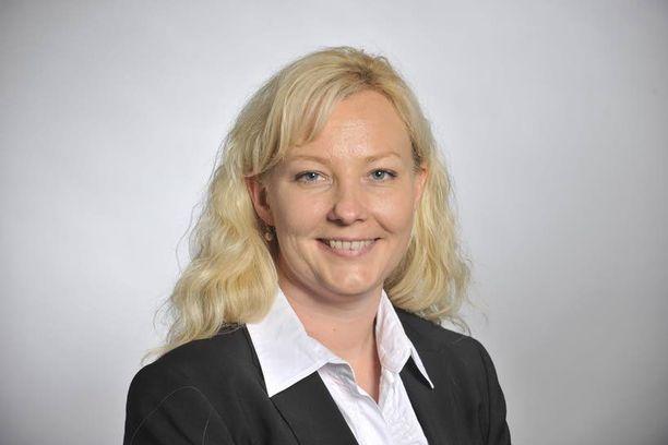 Johanna Jurva on taustaltaan lähihoitaja.