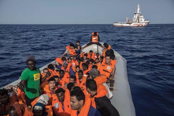 Eurooppaan pyrkii ihmisiä esimerkiksi Pohjois-Afrikan kautta. Open Arms -alus pelasti nämä henkilöt Välimerestä Libyan rannikon läheisyydestä lauantaina. Heidät viedään Espanjan Barcelonaan.