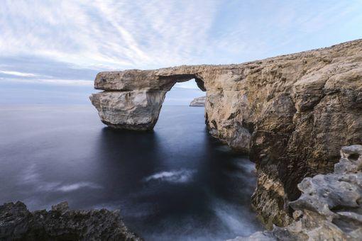 Tämä näky on nyt historiaa. Gozon saarella sijainnut Sininen ikkuna romahti mereen.