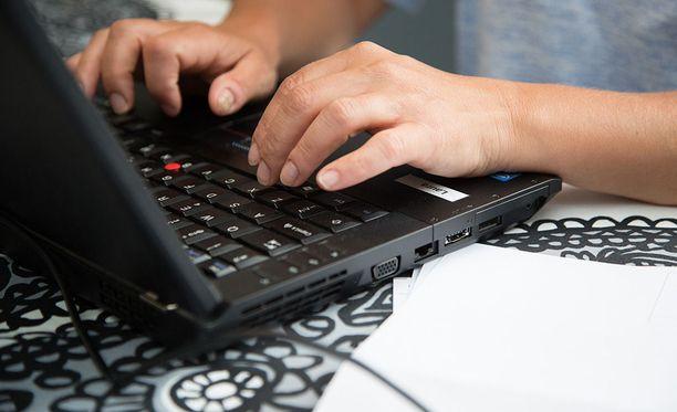 Nettipetturit ovat vieneet kymmeniätuhansia euroja viime viikkoina. Kuvituskuva.