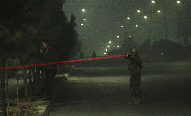 Afganistanin turvallisuusjoukot ovat asemapaikoilla Intercontinental-hotellin ympäristössä.