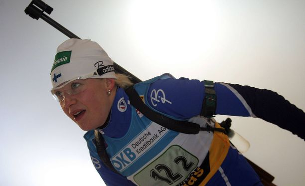 Tammikuun alussa vuonna 2006 otetussa kuvassa Kaisa Mäkäräinen uskoi vielä kilpailevansa Torinon olympiakisoissa helmikuussa 2006. Toisin kävi, kun suomalainen jätettiin tylysti rannalle.