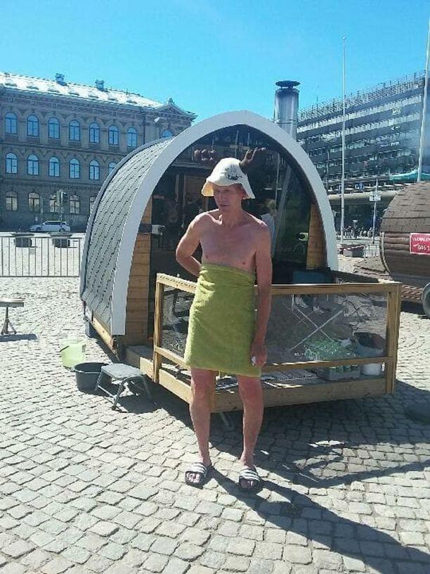 SaunaTero saunoi suomalaisen saunan päivän kunniaksi kesäkuussa Helsingin Rautatientorille tuoduissa saunoissa.