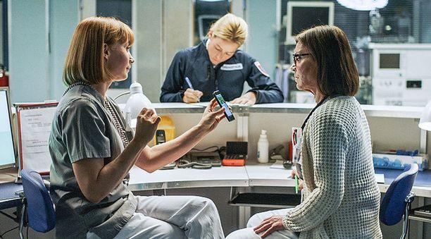 Leena Pöysti, Iina Kuustonen ja Lena Meriläinen näyttelevät Syke-sarjassa.