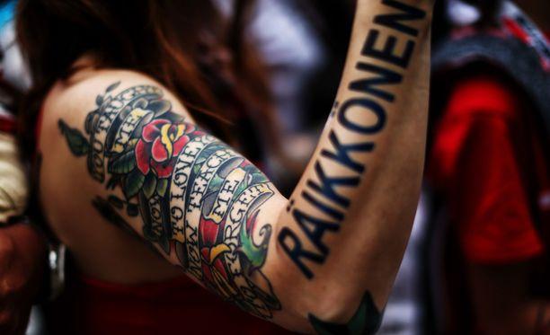 Tämä Räikkönen-tatuointi on omiaan kääntämään katseita.