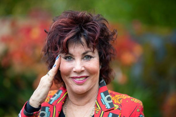 Ruby Wax on amerikkalainen koomikko, näyttelijä, kognitiivisen terapian maisteri ja mielenterveyden puolestapuhuja.