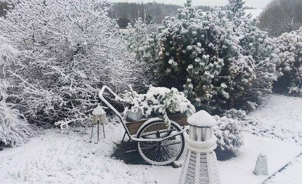 Marraskuun alussa talvi teki näin kauniit maisemat Särkisaloon, mutta nyt etelään on luvassa vesisadetta ja lisää lunta vain itään ja pohjoiseen.