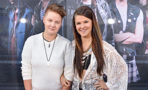 Meri Sopanen toimii X Factorissa hurmaavan puolisonsa Saara Aallon managerina.