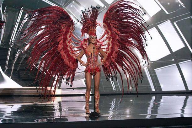 Miss Venezuela edusti huomiotaherättävissä hörhelöissä.