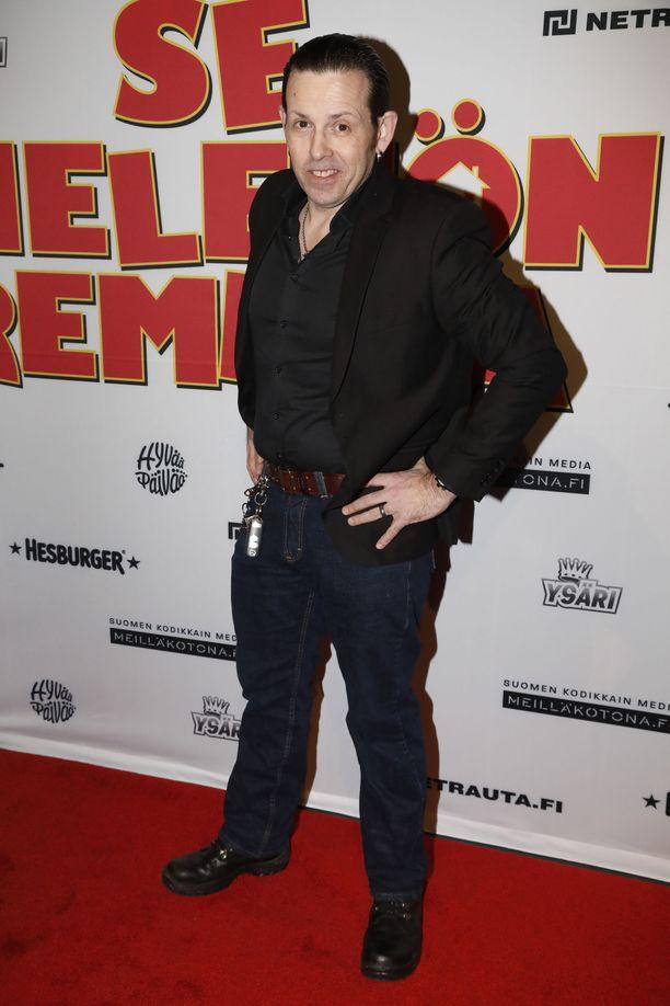 Timo Lavikainen on suomalaisille tuttu näyttelijä muun muassa Napapiirin sankarit -elokuvista ja Putous-sketsiohjelmasta.