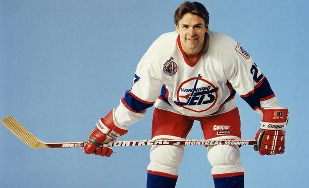 Teppo Numminen aloitti 20 vuoden NHL-uransa Winnipeg Jetsissä, joka myöhemmin muutti Arizonaan ja otti nimekseen Phoenix Coyotes (nykyään Arizona Coyotes).
