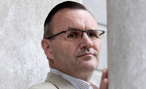 Selvitysmies Harri Hietala luovutti hallitukselle torstaina raportin paikallisen sopimisen lisäämisestä.