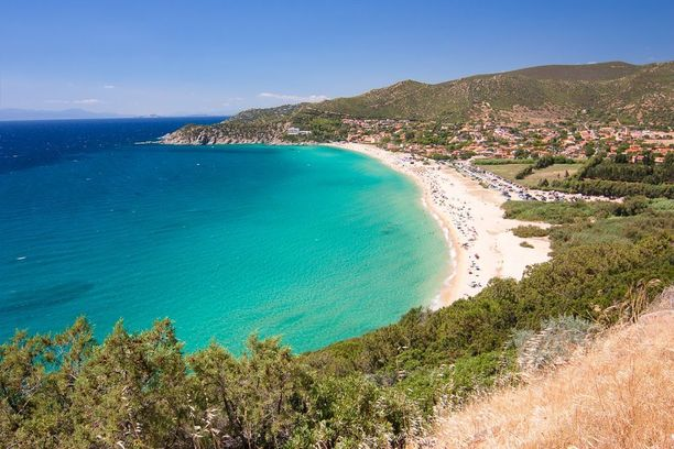 Välimeren toiseksi suurin saari Sardinia hemmottelee matkailijaa upeilla rannoillaan.