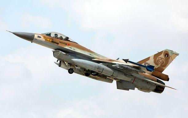 Israel lähetti neljä F-15-konetta ja niiden tueksi neljä F-16-hävittäjää (kuvassa) tuhoamaan syyrialaisen ydinreaktorin syyskuussa 2007. Samalla yhdistelmällä maa tuhosi reaktorin myös Irakissa vuonna 1981.
