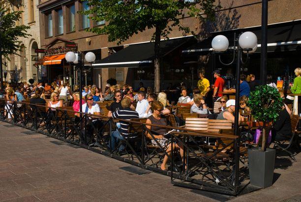 Ravintolat ja terassit avautuvat 1. kesäkuuta helteisessä säässä.